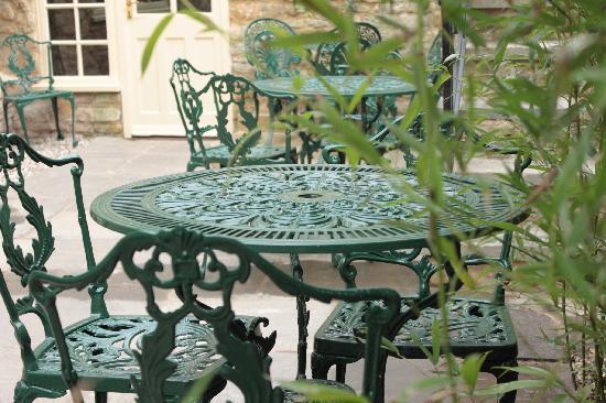 The Blenheim Buttery: Patio courtyard