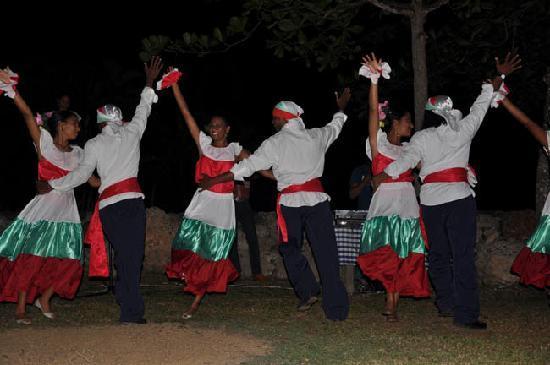 Paraiso Cano Hondo: Traditional evening entertainment
