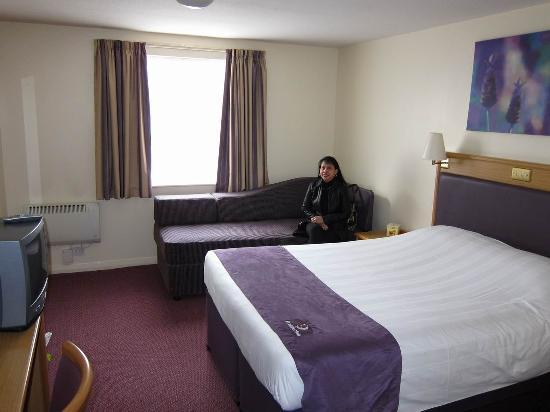 Premier Inn Boston Hotel: The room was large, warm, bright, and clean