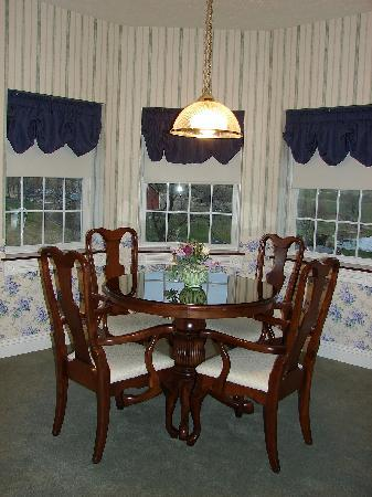 The Inn at Amish Door: Dining Area