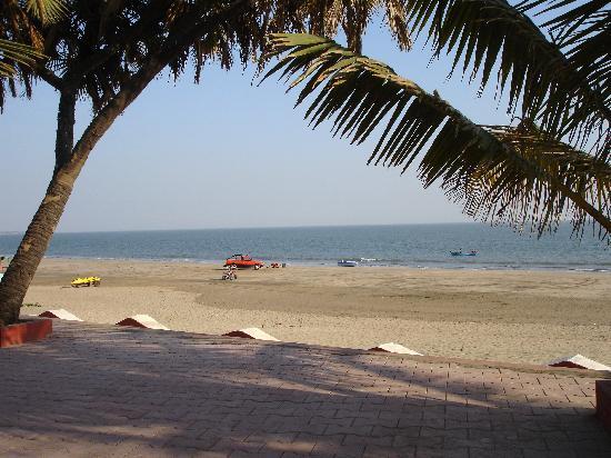 Sugati Beach Resort: beach view