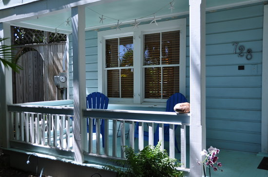 Passover Cottage : Welcome, and have a seat on the front porch!