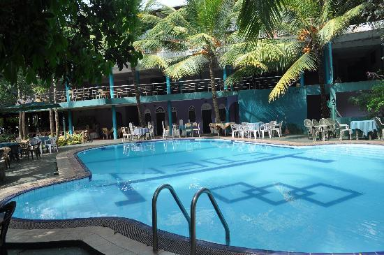 Eden Garden Hotel : Pool and Pool side dining