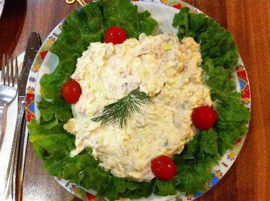 Napoli pizzeria: The tuna salad