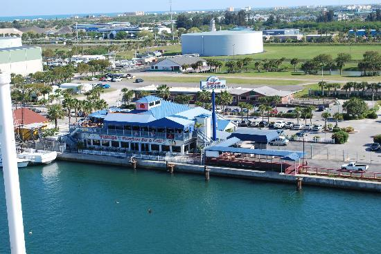 Country Inn & Suites By Carlson, Port Canaveral: Fish Lips Restaurant