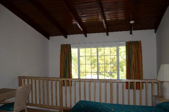 Dickenson Bay Cottages: Loft one bedroom cottage