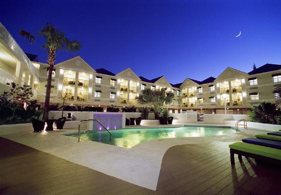 Silver Palms Inn: Pool Area at Night