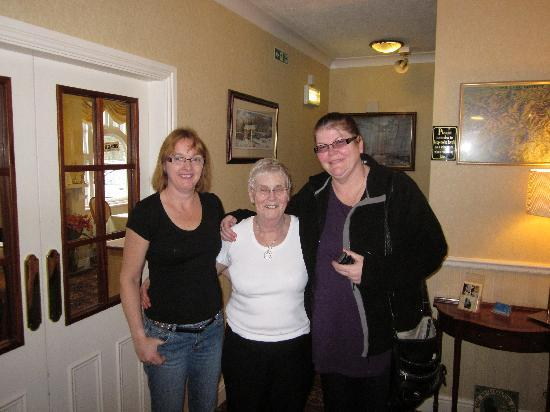 Meadowcroft Country Guest House: Rosemary(the owner), Linda (helper) and me (Dawn)