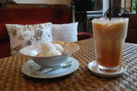 The Bhuthorn: Coconut ice cream and Thai iced tea after a hot stroll in the city