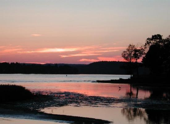 Connecticut River Expeditions - RiverQuest: Glorious Sunsets