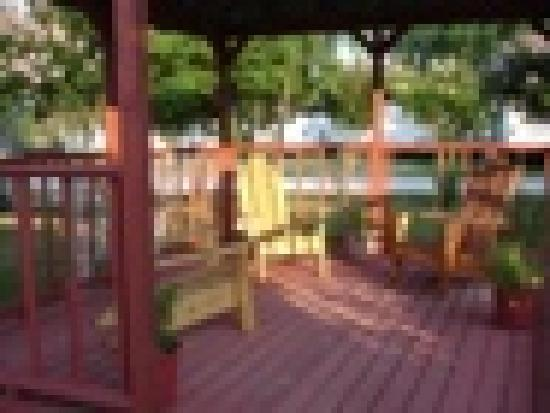 BCS Marino Road RV Park: Comfortable Setting Areas