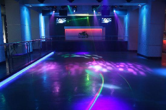 Ramee Guestline Hotel, Juhu: Rock Bottom - Night Club