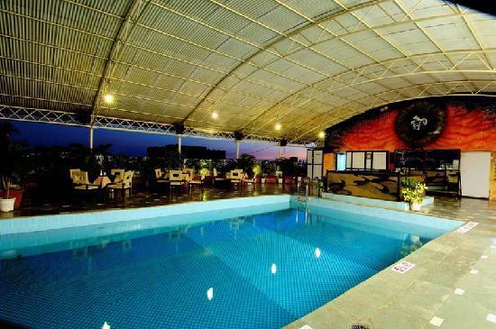 Ramee Guestline Hotel, Juhu: Swimming Pool