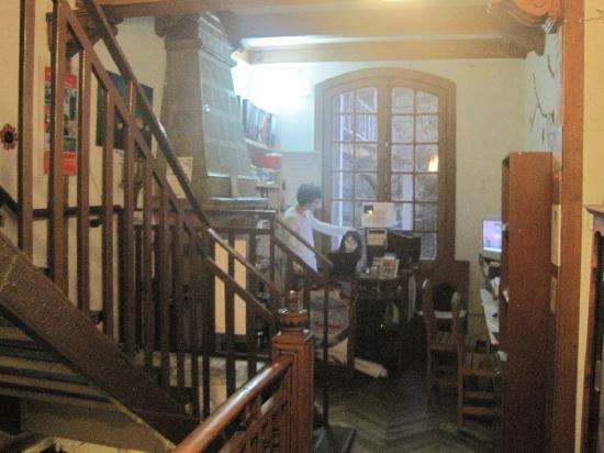 Hostel Lucia Suites: 2階がレセプション