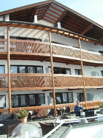 Hotel Bergwelt: The front of the hotel and balconies.
