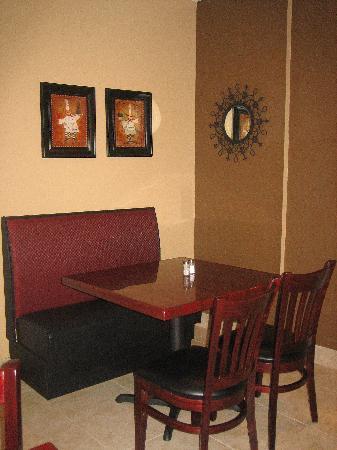 Microtel Inn & Suites by Wyndham Scott/Lafayette: Breakfast Lobby