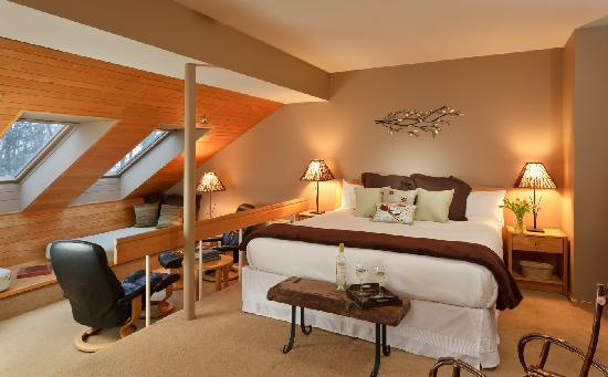 The Inn at Honey Run: Relax in our comfortable rooms.