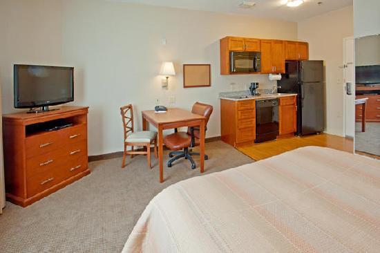 Candlewood Suites Baytown : Queen Suite