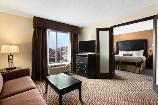 Wingate by Wyndham Charleston: 2 room Suite