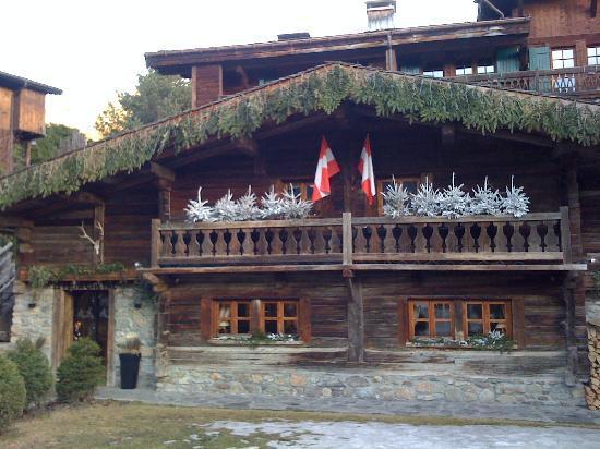 Le Fer a Cheval: La façade