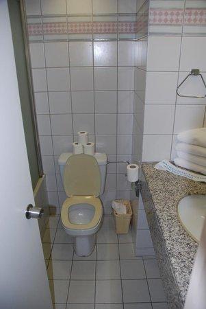 C Hotel Eilat Hotel: c-hotel room and bathroom