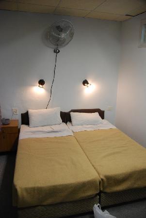 Alcazar Hotel: room