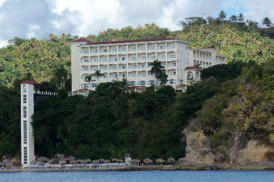 Grand Bahia Principe Cayacoa : Hotel vue d'un bateau