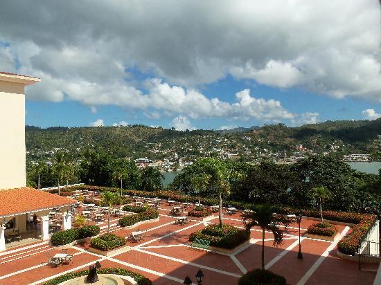 Grand Bahia Principe Cayacoa: Terrasse du bar