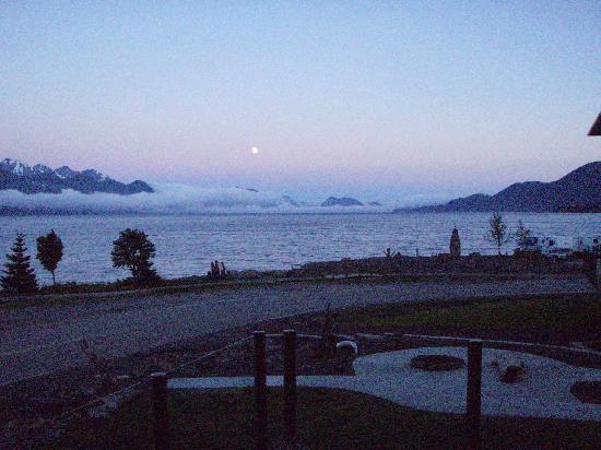 Seward Front Row B&B: Seward Sunrise from the B&B Front Porch