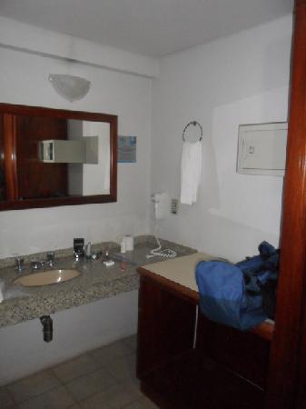 Foz Presidente Hotel: Entrada do banheiro