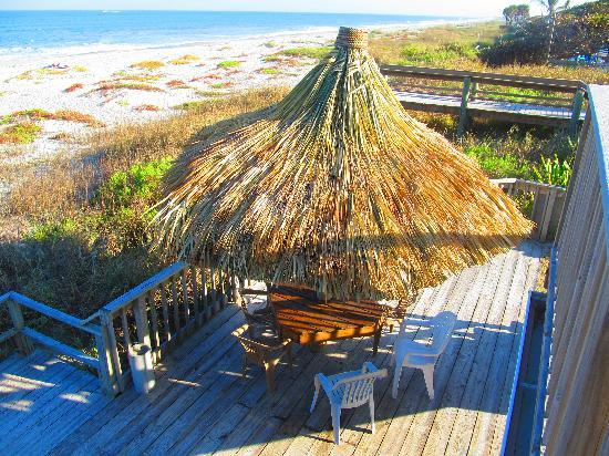 Anthony's On The Beach: New Tiki huts