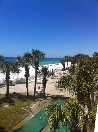 Beachcomber By The Sea: View from 2nd floor room