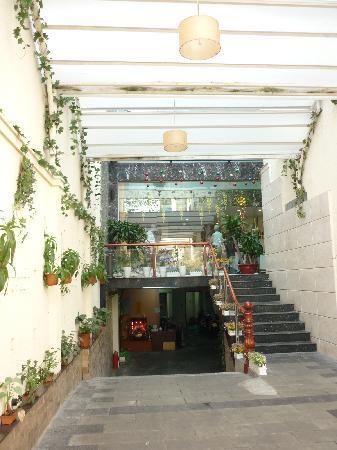 Sen Viet Hotel: hotel entrance