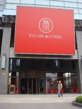 Palais de Chine Hotel: Front entrance of hotel