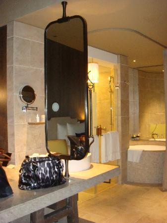 Palais de Chine Hotel: Bathroom