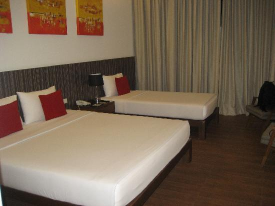 Hotel J Pattaya: Room with 1 queen bed and 1 single