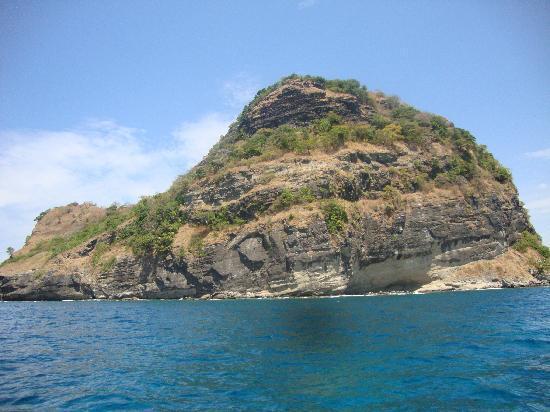 Anawangin Cove: Capones Island