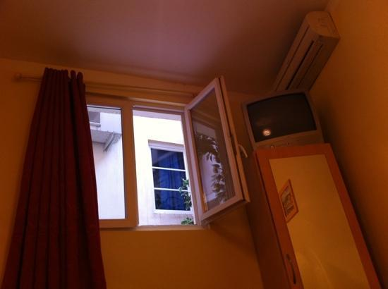 Hotel Kalliste: vue du lit...