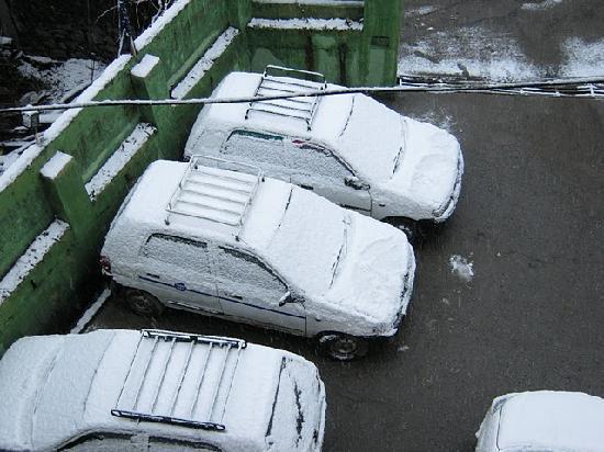 Hotel Himgiri : Photo from hotel room window