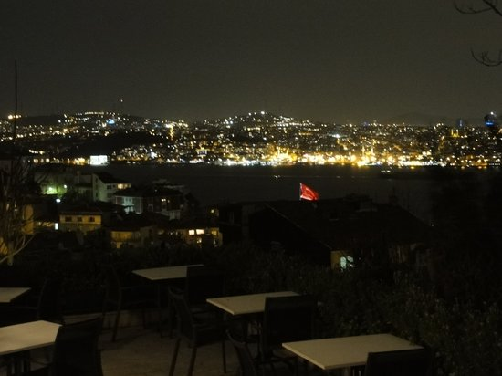 Mimolett Restaurant: the view to the Bosphorus from the roof