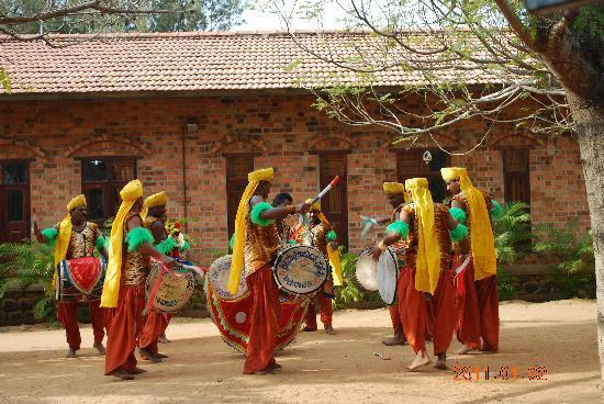 DakshinaChitra : Folk dancers