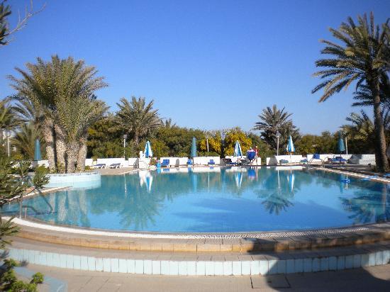 Les Sirenes: piscine exterieur