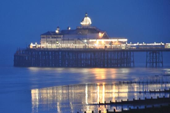 Bay Majestic Eastbourne Hotel: Pier at night