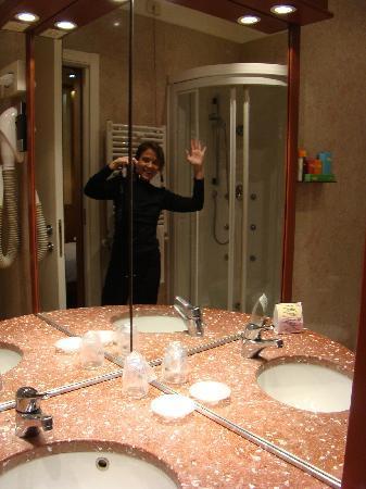 Hotel Star: Bathroom. Single Superior Room