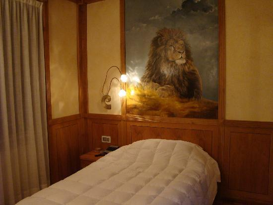 Hotel Star: Single Superior Room. Sleeping with a lion