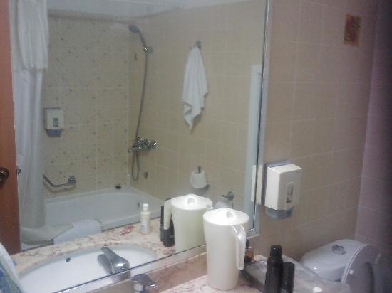 Lot Spa Hotel: bathroom