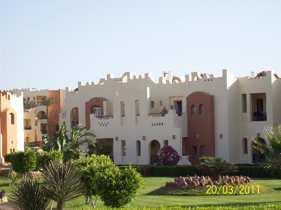 SUNRISE Select Royal Makadi Aqua Resort -Select-: sister in law on thier balcony