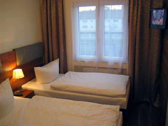 EXPO Hotel: Doppelzimmer