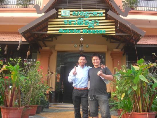 Avista Hostel Siem Reap: 仲良しのトゥクトゥクドライバーと!ホテルも彼ももっと有名になるといいな。