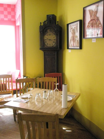 Bistro Beauxlieux: Lovely vintage clock accents a corner